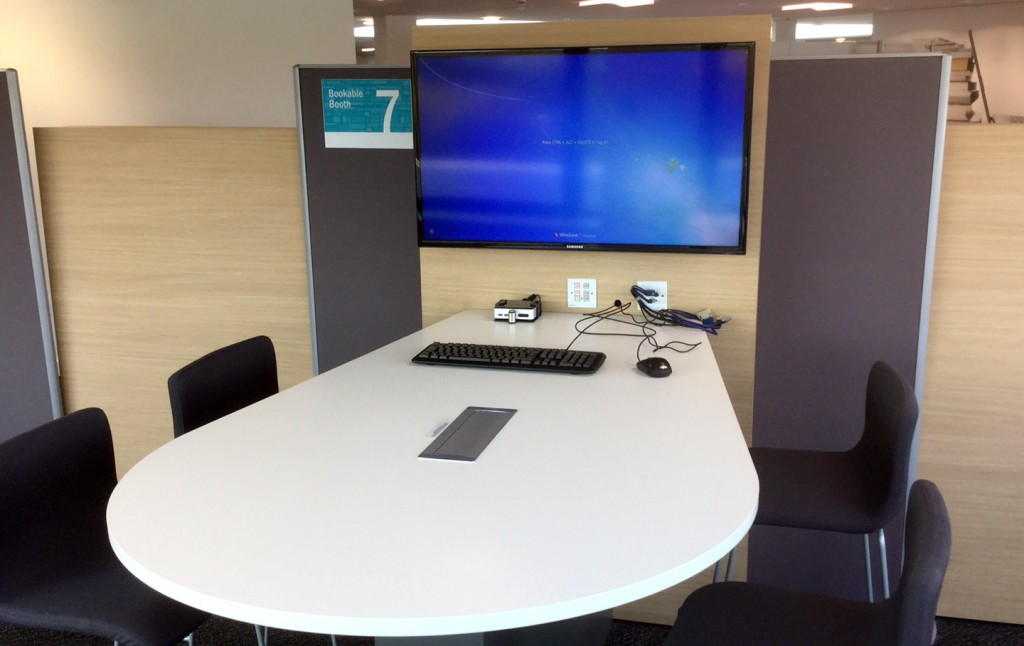 Bookable Booth with mini PC (2)
