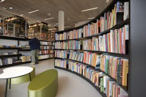Modern-Library-Shelving-with-London-End-Panels