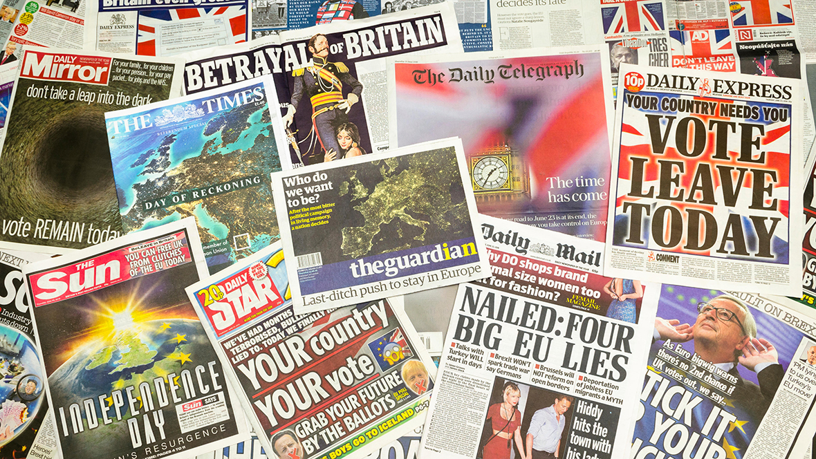 G6B68F British newspaper front pages reporting on the eve of the EU Referendum.